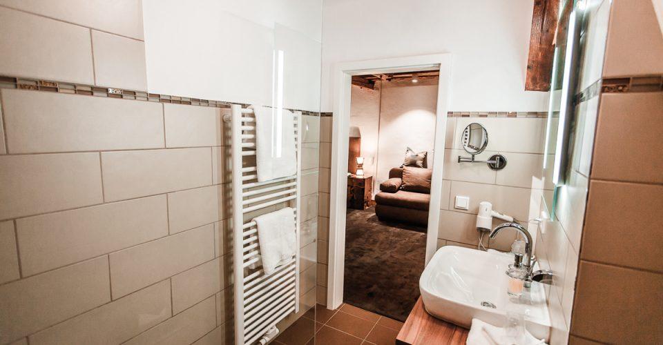 Das Bad der Mühlensuite im Hotel Kahltalmühle